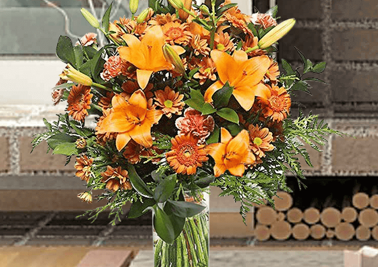 Flores variadas en jarrón