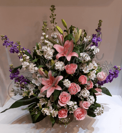 Rosas, lilium y flores de estación