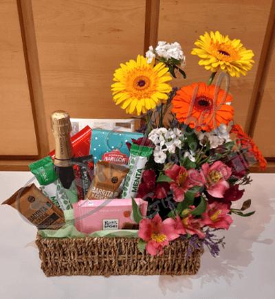 Canasta de flores y chocolates